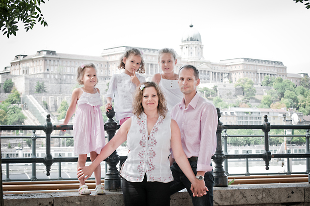 http://pogacia-photo.com/files/gimgs/12_familyportraitsbudapestbakonyizsuzsa97.jpg