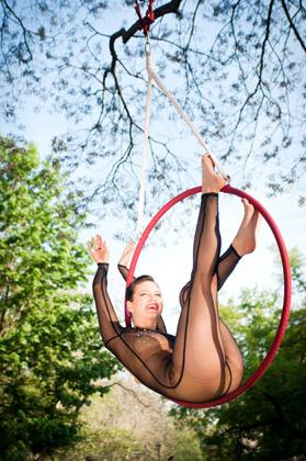 http://pogacia-photo.com/files/gimgs/25_acrobatpogaciaphoto03.jpg