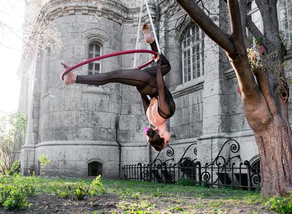 http://pogacia-photo.com/files/gimgs/25_acrobatpogaciaphoto10.jpg
