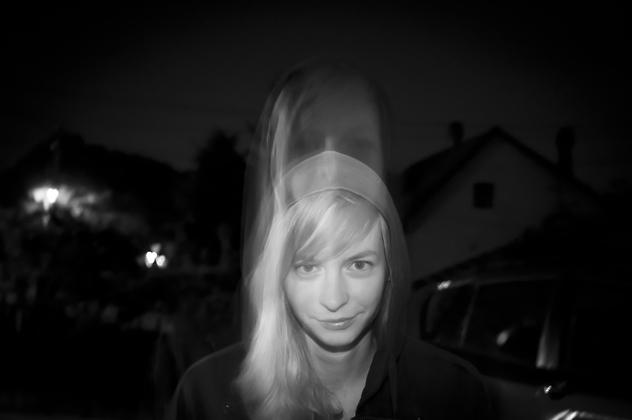 http://pogacia-photo.com/hu/files/gimgs/6_bakonyizsuzsaportraitphotography05.jpg