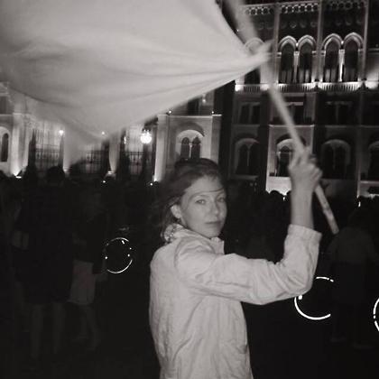 http://pogacia-photo.com/hu/files/gimgs/8_bakonyizsuzsaphotographer.jpg