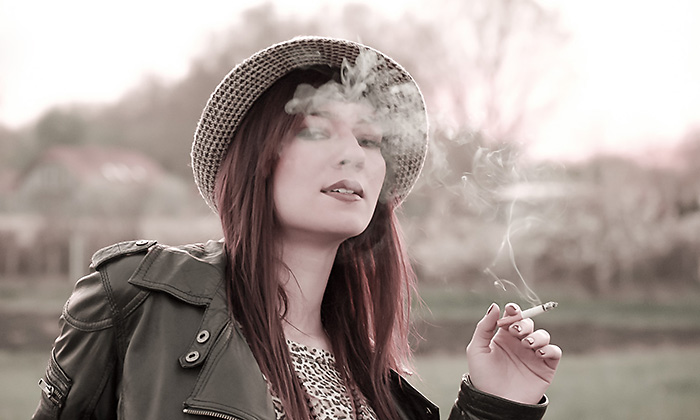 http://pogacia-photo.com/it/files/gimgs/6_portraitcigarettebakonyizsuzsapogacia.jpg